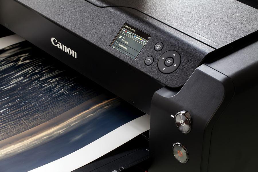 Impresión de una fotografía sobre una impresora Canon.