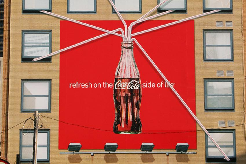 Publicidad de coca-cola en edifico