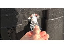 Pop up madrigal se compone de un maleta rígida con ruedas para su transporte.